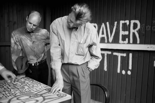 David Bowie und Brian Eno im Garten von Gugging. 8. September 19